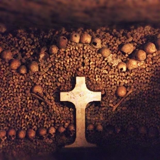 パリのカタコンベ ~地下20mの暗闇でラブロマンス~